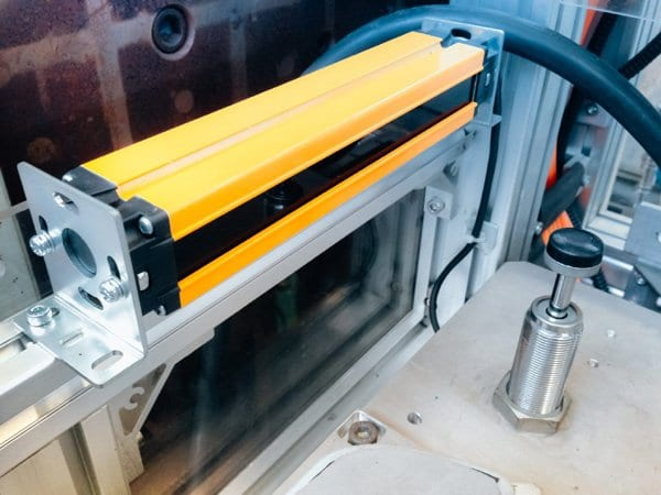 light-curtain-sensor-in-machine